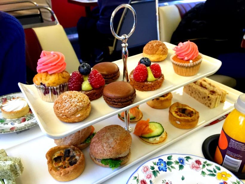 Afternoon tea bus tour London